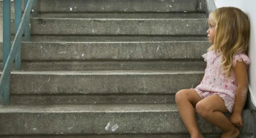 Ελλάδα 2015 - Μητέρα δίνει το 4χρονο κοριτσάκι της για υιοθεσία για να μην πεθάνει από πείνα
