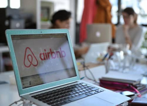 Το Βερολίνο απαγορεύει στους τουρίστες να νοικιάζουν διαμερίσματα μέσω Αirbnb