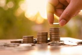 Τι Πληρώνει σε Ετήσιους και Καθημερινούς Φόρους ένας εργαζόμενος των 800 ευρώ και τι του μένει