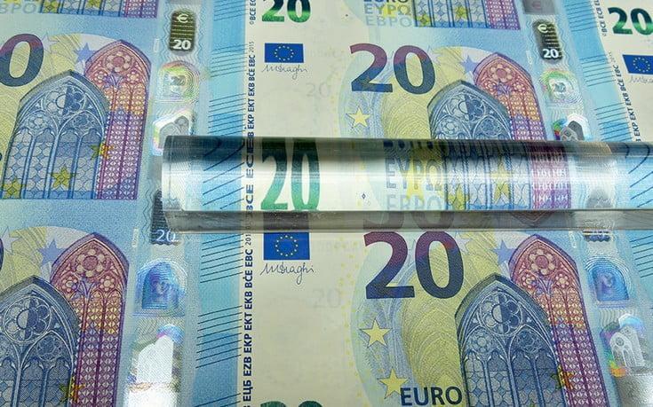 Φόρος στις αναλήψεις μετρητών από τράπεζες για να μειωθεί η φοροδιαφυγή