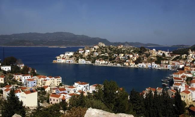 Καστελόριζο: Οι Ακρίτες δεν φοβούνται και κρατάνε ψηλά την Ελληνική Σημαία – βίντεο