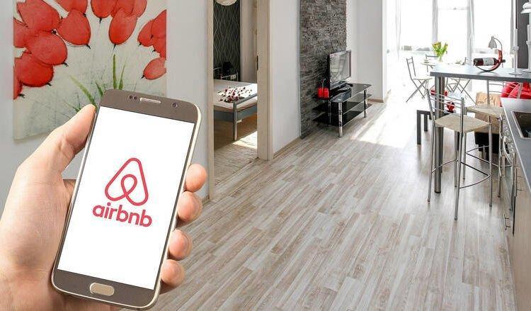 Airbnb: Απορρίφθηκε αγωγή ενοίκων πολυκατοικίας κατά ιδιοκτήτη
