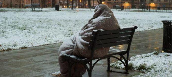 Θερμαινόμενοι χώροι για τους άστεγους σε Αθήνα και Πειραιά