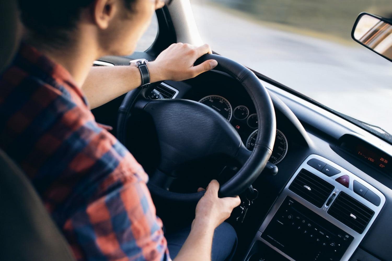 Δείτε πότε κινδυνεύετε με πρόστιμο έως 350 ευρώ για παιδιά στο πίσω κάθισμα σε αυτοκίνητο