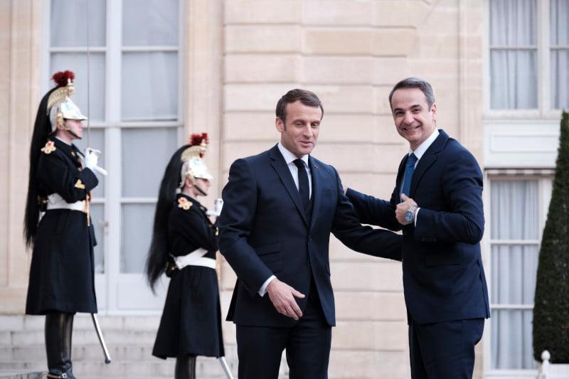Θερμή υποδοχή Μακρόν σε Μητσοτάκη στο Παρίσι -Στο πλευρό της Ελλάδας για Τουρκία και μεταναστευτικό