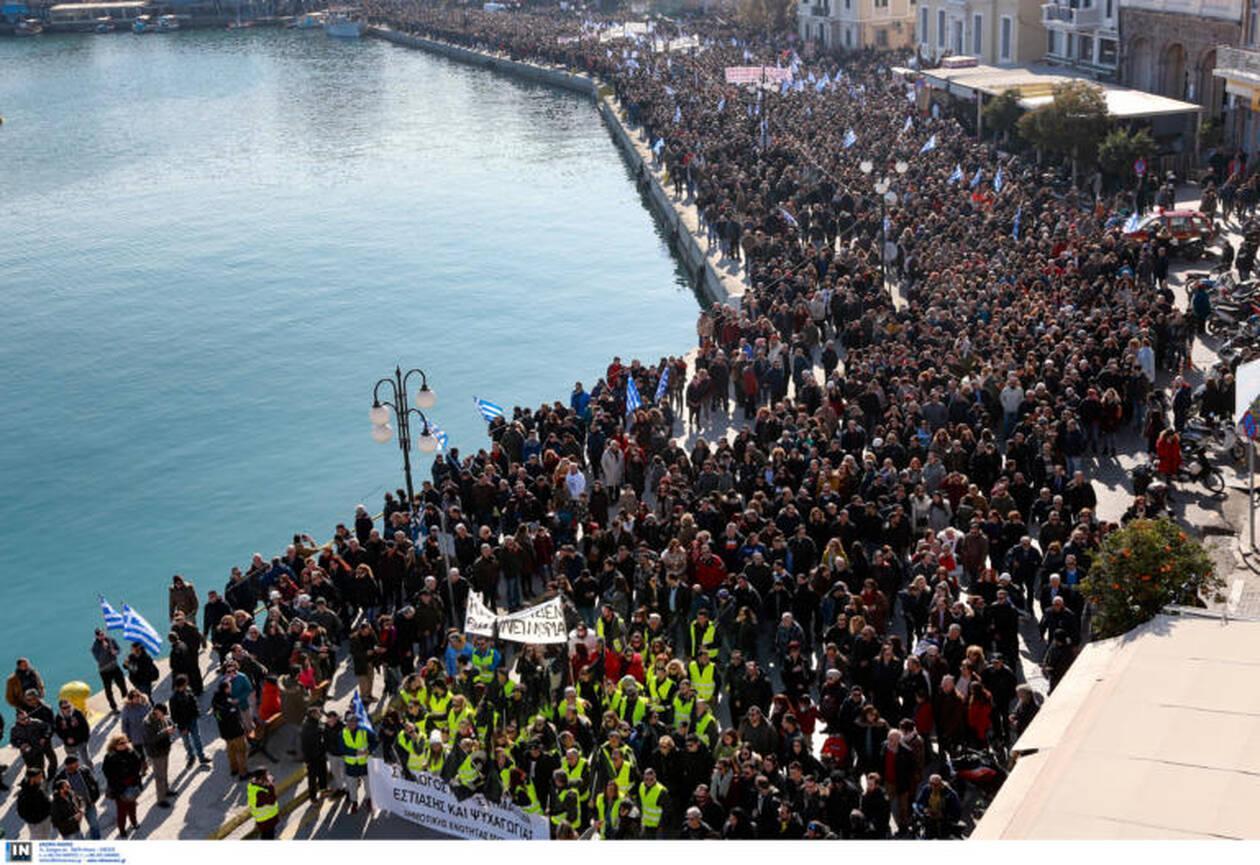 «Δώστε πίσω τα νησιά μας» - Κραυγή απόγνωσης των κατοίκων Σάμου, Χίου, Μυτιλήνης