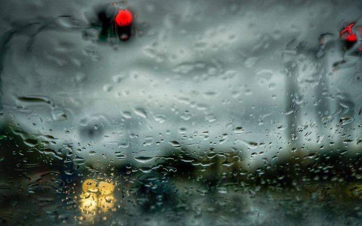 Άνοιξαν οι ουρανοί στην Αττική – Σφοδρές βροχοπτώσεις
