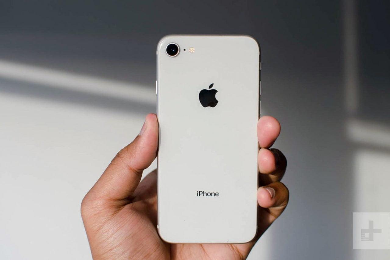 Το «φθηνό iPhone» των €400 έρχεται το Μάρτιο – τι θα έχει, τι δε θα έχει – και γιατί;