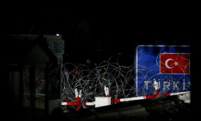 Έβρος – ΤΩΡΑ: Νέα απόπειρα εισβολής – Πετροπόλεμος και δακρυγόνα