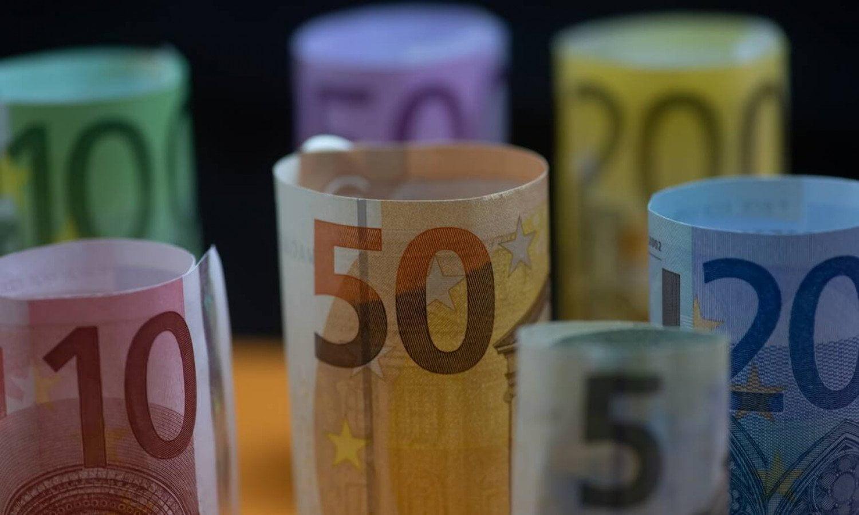 Επίδομα 800 ευρώ: Ξεκινά κύμα πληρωμών από αύριο και για όλο τον Μάιο