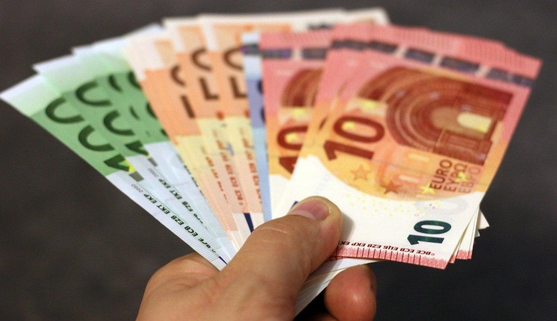 Ποιοι εργαζόμενοι θα πάρουν άλλα 800 ευρώ τον Μάιο