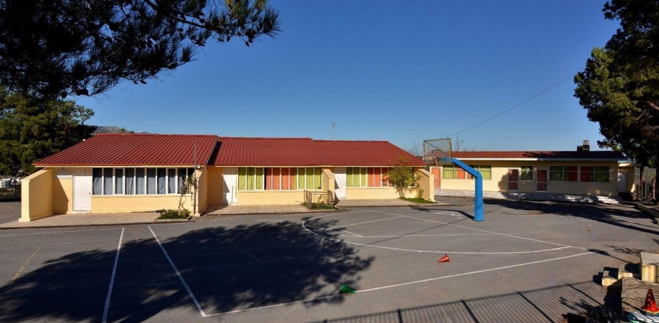 Κρήτη: Σχολείο ζήλεψε το Μεγάλο Περίπατο και ζητεί κονδύλι για ζαρντινιέρες και παγκάκια!