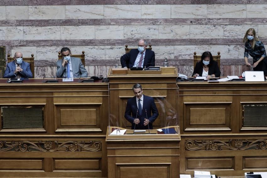 Μητσοτάκης στην Βουλή: Εφάπαξ σε όλους τους συνταξιούχους τα αναδρομικά!