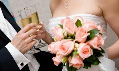 Η γυναίκα πήγε στον γάμο το Σάββατο και τη Δευτέρα που επέστρεψε στην εργασία της έπειτα από άδεια υπεβλήθη σε τεστ στο οποίο διαγνώστηκε θετική.