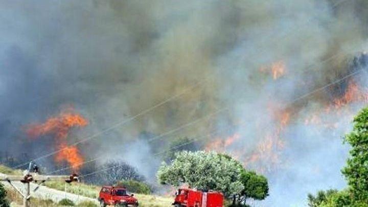 ΕΚΤΑΚΤΟ: Φωτιά στην Ικαρία: Εκκενώνονται οικισμοί - ΤΩΡΑ