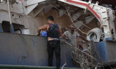 Βηρυτός: Η φωτογραφία της χρονιάς - Μαία με βρέφη στην αγκαλιά μετά την έκρηξη