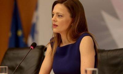 Ε. Αχτσιόγλου: «Καταργούν εν κρυπτώ 13ο και 14ο μισθό»
