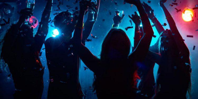 Κορονοϊός: Πάρτι «βόμβα» σε beach bar στη Χαλκιδική – Τι συνέβη
