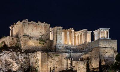 Δείτε live την παρουσίαση του νέου φωτισμού της Ακρόπολης