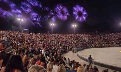 Απίστευτες εικόνες συνωστισμού στο Κατράκειο Θέατρο, σε συναυλία της Νατάσας Θεοδωρίδου (pic)