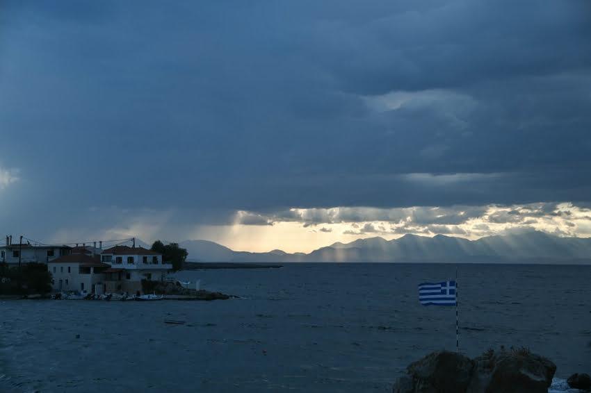 Αλλάζει ο καιρός, πιθανό να πλήξει την Ελλάδα μεσογειακός κυκλώνας