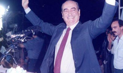 Ο Πρόεδρος της Νέας Δημοκρατίας και μετέπειτα Πρωθυπουργός, Κωνσταντίνος Μητσοτάκης σε ομιλία του κατά τη διάρκεια της προεκλογικής περιόδου 1989-1990. Φωτογραφικό Αρχείο Ιδρύματος.