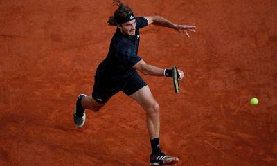 """Ο Τσιτσιπάς γράφει ιστορία: Προκρίθηκε στους """"4"""" του Roland Garros"""