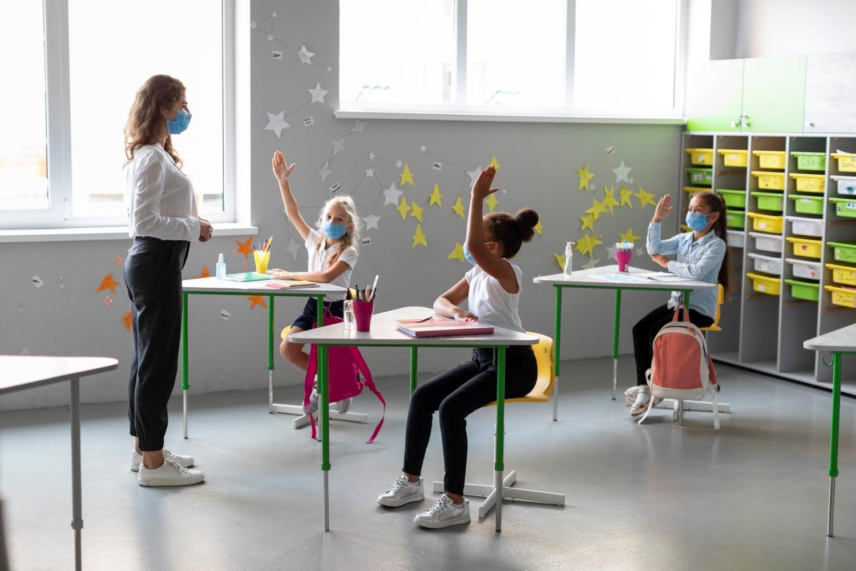 ΠΡΙΝ ΛΙΓΟ - Αυτή είναι η εισήγηση των λοιμωξιολόγων για τα σχολεία