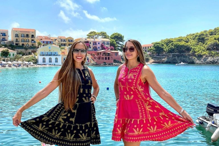 Συνέντευξη - Ας γνωρίσουμε τις ''Greek Twins'', τις δίδυμες Πρέσβειρες του Ελληνικού Τουρισμού
