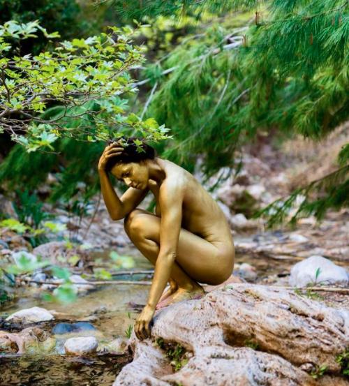Η Μυριέλλα Κουρεντή πόσταρε φωτογραφίες της ολόγυμνη και ανέβασε τη θερμοκρασία στα ύψη