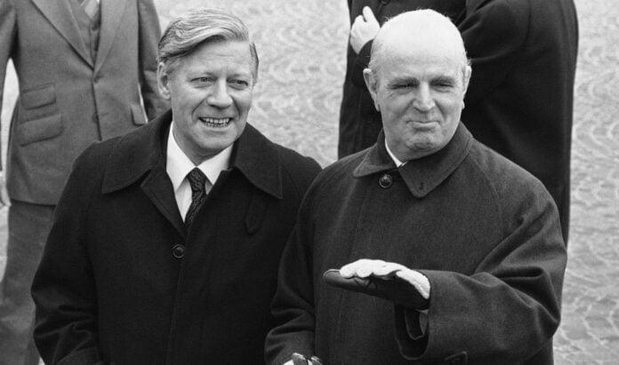 Ένταξη στην ΕΟΚ 42 χρόνια πριν: Όταν δάκρυσε ο Κων/νος Καραμανλής