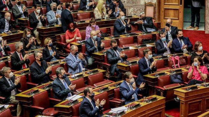 Πέρασε με 158 «ναι» το εργασιακό νομοσχέδιο - Ο ΣΥΡΙΖΑ ψήφισε την πλειοψηφία των άρθρων
